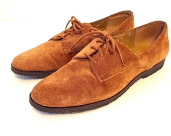 Brown Suede Oxford Tie Up Shoes / Vintage Flats / 1980s / Size 6 / by Liz Claiborne / Great Condition