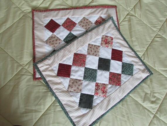 sets de table en patchwork dans des tissus de style ancien. Black Bedroom Furniture Sets. Home Design Ideas