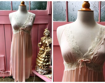 Vintage Diane Von Furstenberg Pink and lace trimmed nightgown lingerie for the boudoir - Medium