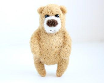 Light brown bear, brooch