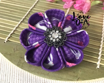 Eva - Kanzashi - Blumen - Brosche - Pin - Handmade - Hand genäht - japanische Stoff - weiße Kaninchen - Zubehör