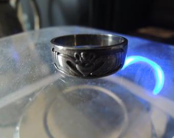 Vintage reproduction Sterling silver Black Rhodium Irish: fáinne Chladaigh Claddagh ring all sizes