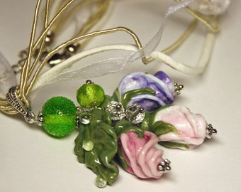 Handmade lampwork necklace with murano glass rose buds and leaves, glass necklace, glass roses necklace, lampwork pendant, flower necklace