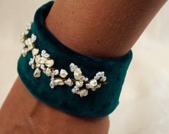 Bracelet green, bracelet flowers, bracelet dark green velvet, bracelet boho, cuff bracelet cuff embroidery, gift for women,