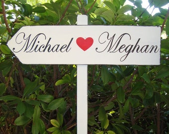 DiReCTioNaL WeDDiNg SiGnS - Names with RED Heart - CLaSSiC StyLe - Custom Wedding Arrow SIGN - 4ft Stake - 21 X 5
