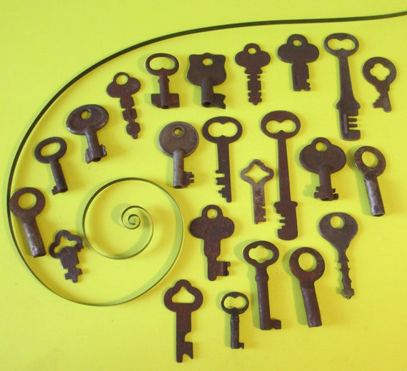 23 Assorted Original Antique & Vintage Steel and Cast Metal Keys for your Collections - Steampunk Art - Jewelry Making and Etc...