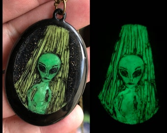 Glow Alien Necklace