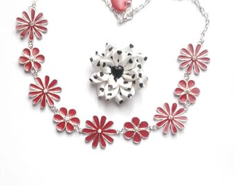 Swirl of red and small enamel Flower necklace rhinestone