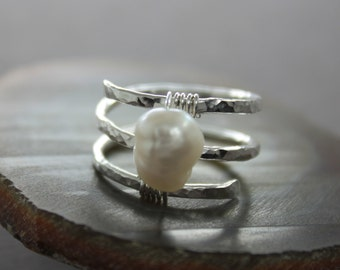 Sterling silver ring in spiral with wrapped potato shape white pearl - Spiral ring - Pearl ring - RG004