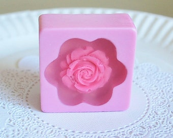 4 flower Soaps - artisan soaps - wedding favor soap - Party Favor Soap - Scented soaps - Guest Soap - Glycerin Soap - soap gift