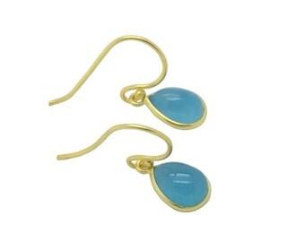 Calcédoine bleu ciel Dainty pierres précieuses en forme de larme 18 k or boucles d'oreilles, cadeau de fête et anniversaire mariage, naturelles Pierre boucles d'oreilles délicates, cadeau pour maman