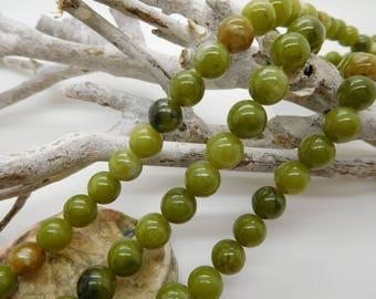 40 green jade beads 8mm round