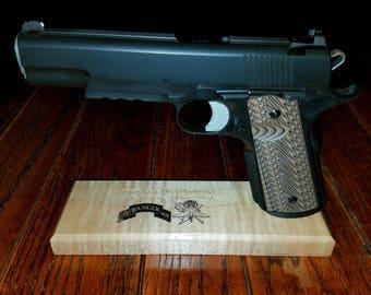 1911 Pistol Stand/Custom Pistol Stand (Handgun Display, Handgun Accessory)