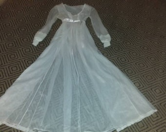 Vintage size Small nightgown -lingerie- vintage lingerie- woman gift- nightgown- white nightgown