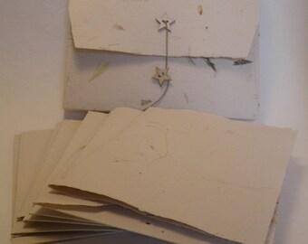 Set de  5 cartes postales doubles  et leurs enveloppes papier main