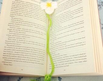 Crochet Daisy Flower Bookmark [MADE TO ORDER]