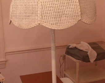 Lamp-White Wicker Table Lamp