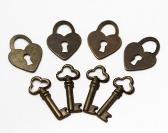 Charms - Lot of 8, Antiqued Copper Lock and Key, 4 Sets - JD130 & JD131