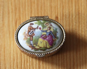 Oval vintage pillbox with decoration.