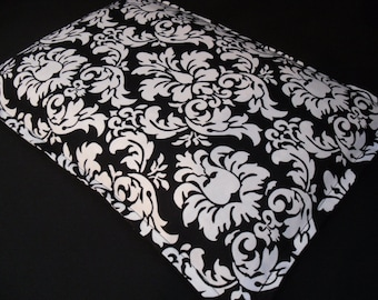 Corn Bag Heating Pad, Microwavable Heat Pack, Heat Therapy Pillow, Massage Therapy, Relaxation Gift, Muscle Pain Relief - Black/White Damask