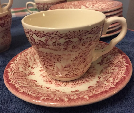 Eight 8 English Ironstone Tableware EIT Cups and Saucers