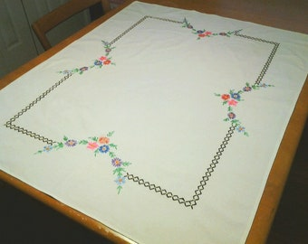 Vintage tablecloth, table topper, Embroidery, Cotton, Retro, FREE Shipping!