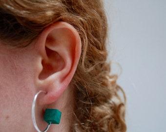 Small sterling silver hoop earrings with jesmonite cube - Contemporary hoop earrings with pastel concrete - Statement hoop silver hoops