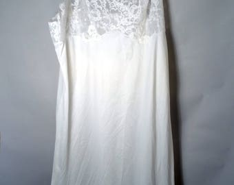 1960s Van Raalte White Nylon Lacy Slip Sz 34 A Short Length Silky Sexy Lingerie Negligee Nightie Nightgown 60s