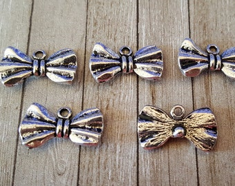 5 Antiqued Silver Bow Tie Charm Pendants   Bow Ties are Cool   2032