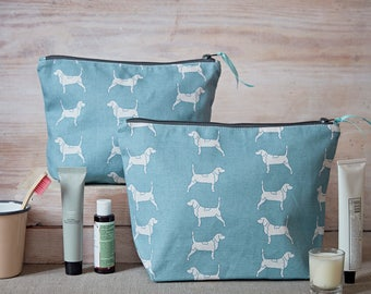 Beagle Wash Bag - Beagle Gift - Cosmetic Bag - Toiletry Bag - Gifts for Her - Gifts for Dog Lovers - Beagle Hound - Dog Lover Gifts