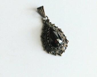 Antique granate garnet silver pendant