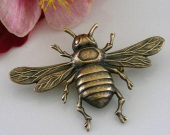 Vintage Brooch - Bee jewelry - Bee Brooch - Brass jewelry - Bee Pin - handmade jewelry