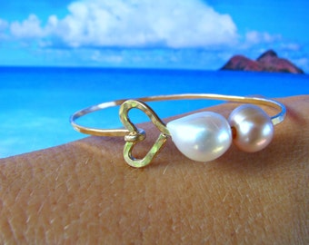 Gold Heart Pearl Bangle, Pearl Bangle Bracelet, Beachy Bangle, Hawaii Pearl Bangle, Hammered Gold Bangle, Bridesmaid Gift, Graduation Gift