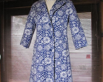1960s Blue and White Geometric Quilted Fair Weather Coat......size Medium