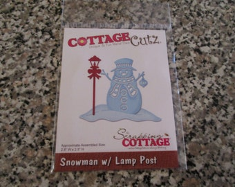 Cottage Cutz, Snowman with Lamp Post Die