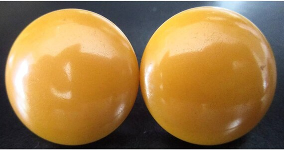 Butterscotch Bakelite Disc Button Top Vintatge Screwback Earrings