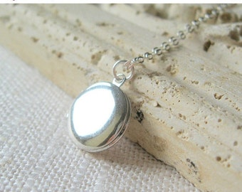 locket, silver locket, small silver locket, small locket, little locket, dainty locket, dainty jewelry, minimalist locket, minimalist silver