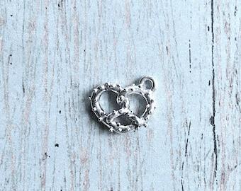 Small pretzel charm 3D silver plated pewter (1 piece) - silver pretzel pendant, food charm, snack charm, Octoberfest charm, German charm, P2