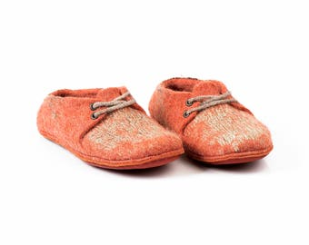 Felted sneakers decorated with natural linen, Orange felted wool slippers, Warm Home shoes, wool slippers, warm slippers, Orange slippers