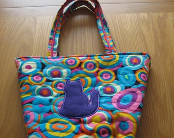 Multicoloured quilted shoulder bag with side pocket embellished with cat and daisy appliques