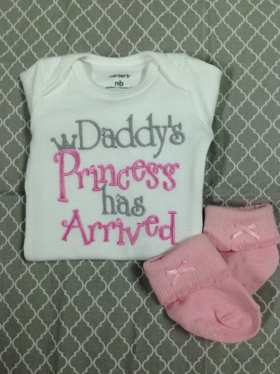 Baby Girl Clothes embroidered with Daddy's Princess has Arrived, newborn daddy's princess embroidered bodysuit, bringing home baby outfit