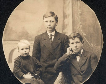 vintage photo 3 Brothers in a Circle ~trimmed rppc 1910