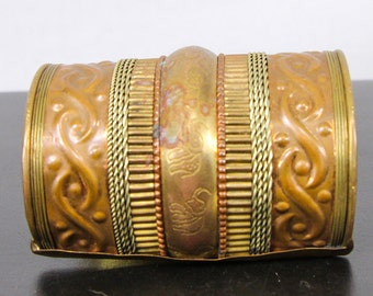 Vintage bracelet cuff / 70's Brass bracer / Engraved Indian style wide cuff with elephants