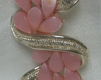 Pretty, Vintage Brooch Pin, Pink Thermoplastic Ribbon of Leaves  on Light Gold#B86