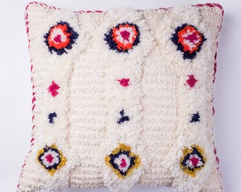 Handwoven cream decorative cushion with IKAT tapestry, wool blend yarn and cotton boucle, soft and luxurious