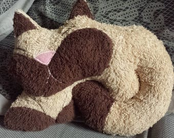 30 cm beige cat cushion