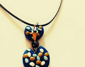 Necklace with a removable bird