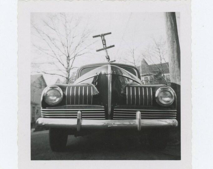 Vintage Snapshot Photo: c1941 Nash 600 & leaning Pole (712629)