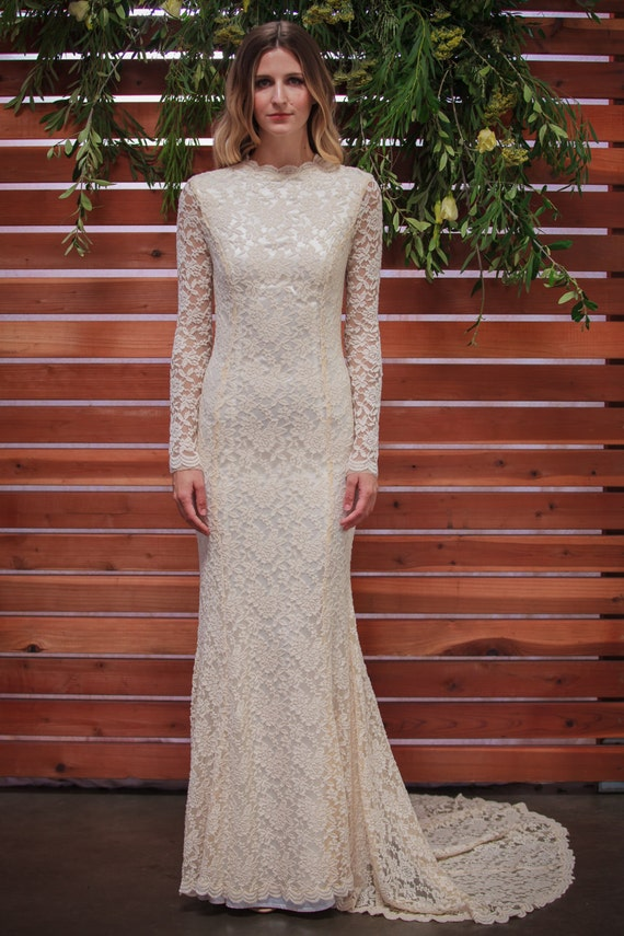 Classic Lace Wedding Dress with Long Sleeve. stretch