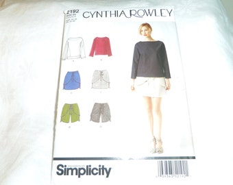 Womens Top in 2 lengths, Mini Skirt and Shorts, Size 4, 6, 8, 10, 12,  Uncut Pattern, Simplicity 2192
